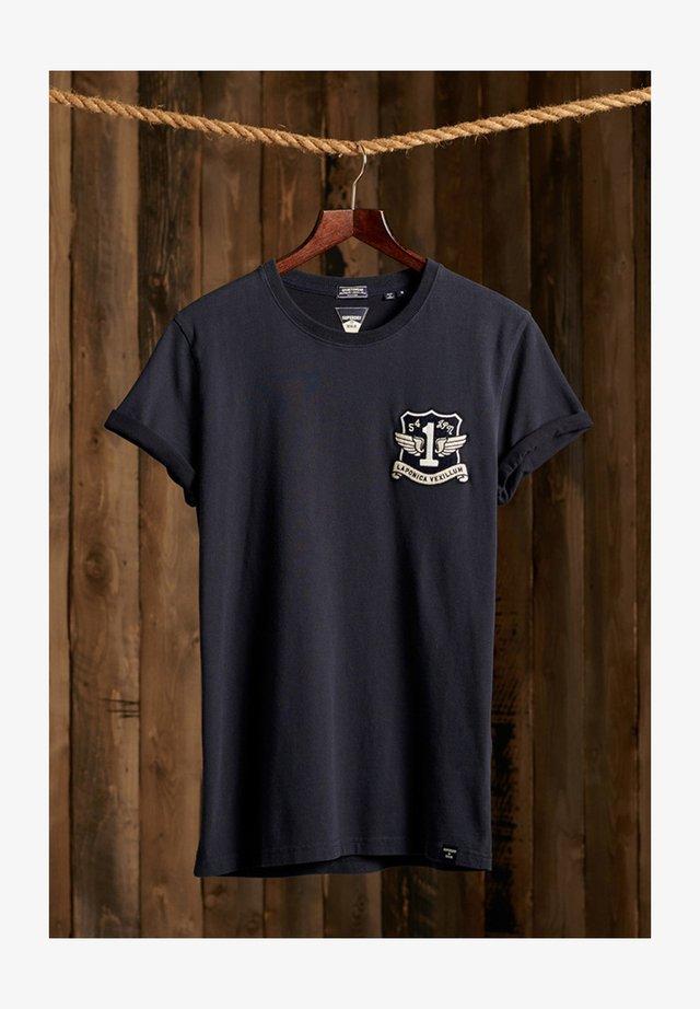VINTAGE APPLIQUE - T-shirt imprimé - downhill navy