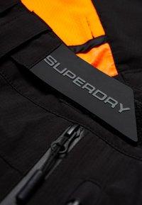 Superdry - BASE JUMPER - Täckbyxor - black - 4