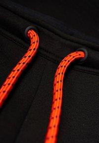 Superdry - GYM TECH  - Pantalones deportivos - black - 1