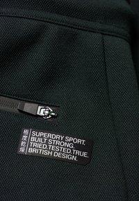 Superdry - GYM TECH - Pantalones deportivos - olivgrün - 3