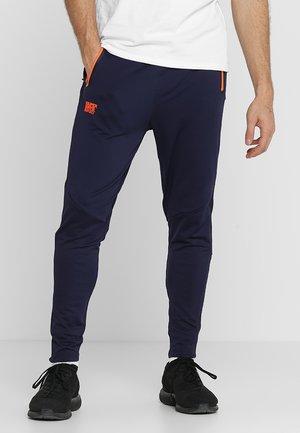 TRAINING PANT - Pantalones deportivos - dark navy/fluro orange