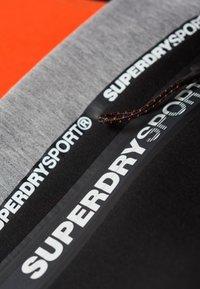 Superdry - GYM TECH - Trainingsbroek - black/grey - 3