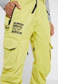 Superdry - ULTIMATE SNOW RESCUE PANT - Pantalon de ski - sulpher yellow - 6