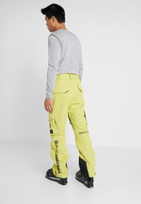 Superdry - ULTIMATE SNOW RESCUE PANT - Pantalon de ski - sulpher yellow - 2