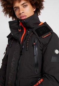 Superdry - ULTIMATE SNOW RESCUE - Snowboardjas - onyx black - 4