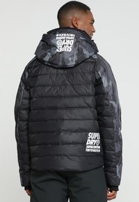 Superdry - JAPAN EDITION SNOW JACKET - Kurtka narciarska - black - 2