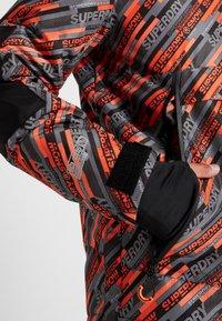 Superdry - Kurtka narciarska - orange/grey - 5