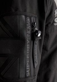 Superdry - SNOW RESCUE OVERHEAD JACKET - Ski jacket - onyx black - 8