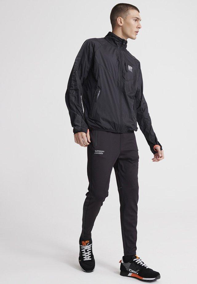 SUPERDRY TRAINING FLYWEIGHT JACKET - Training jacket - black