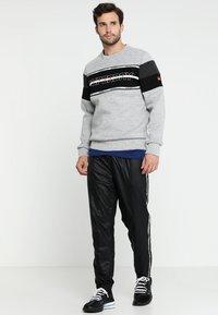 Superdry - GYM TECH - Sweatshirt - city grey granite/black - 1
