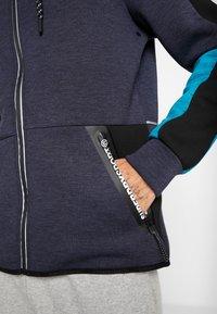 Superdry - GYMTECH COLOURBLOCK ZIPHOOD - veste en sweat zippée - darkest navy/aqua marl - 6