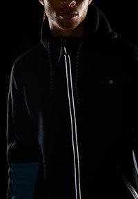 Superdry - GYMTECH COLOURBLOCK ZIPHOOD - veste en sweat zippée - darkest navy/aqua marl - 4