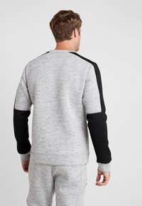 Superdry - GYMTECH COLOURBLOCK CREW - Sweatshirt - light grey marl/black - 2