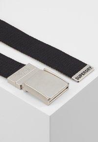 Superdry - REVERSIBLE BELT - Belt - black/khaki - 3