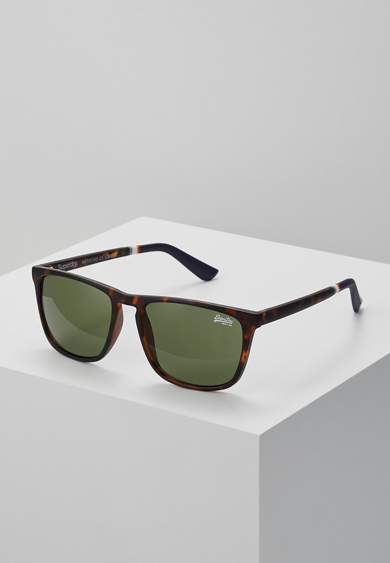 Superdry - ALUMNI - Sonnenbrille - matte tort/vintage green