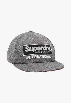 INTERNATIONAL BOY - Czapka z daszkiem - chrome grey grit