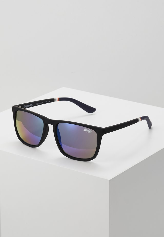 ALUMNI - Sunglasses - rubberised black/triple fade mirror