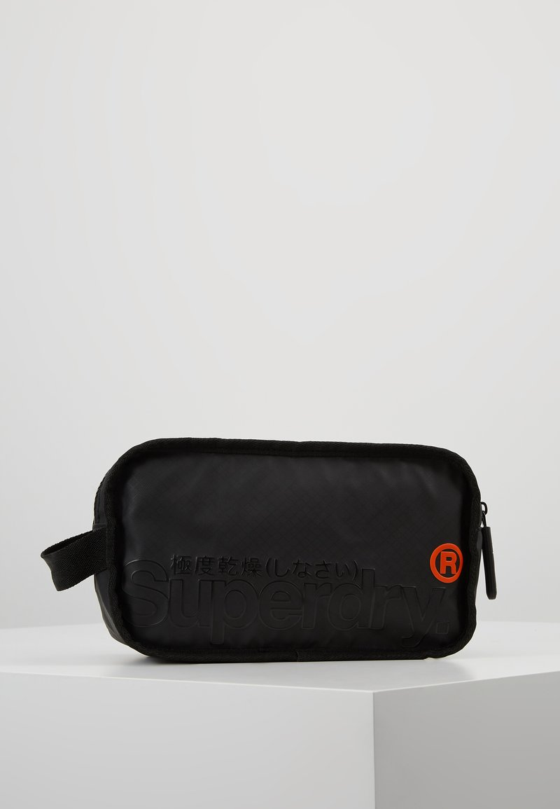 Superdry - TARP WASH BAG - Kosmetiktasker - black