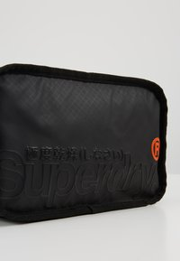 Superdry - TARP WASH BAG - Toilettas - black - 2