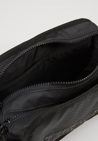 Superdry - TARP WASH BAG - Toilettas - black