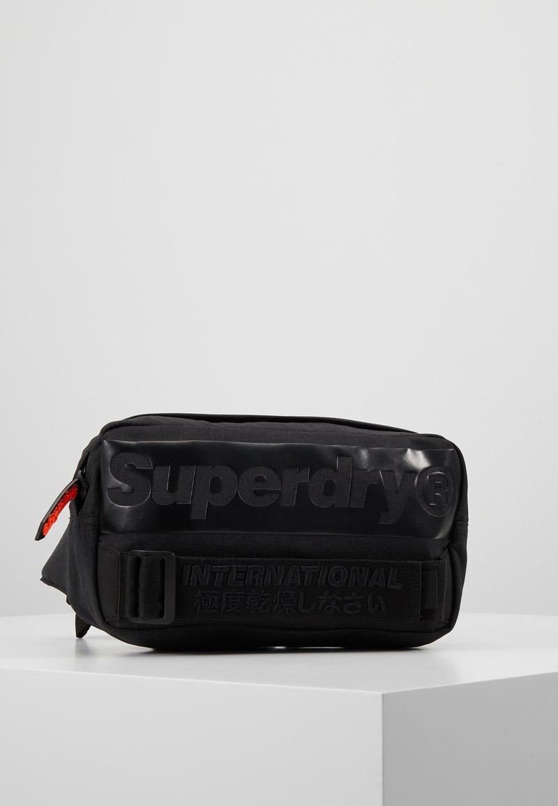 Superdry - INTERNATIONAL BUM BAG - Bältesväska - black