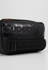Superdry - INTERNATIONAL BUM BAG - Bältesväska - black - 7