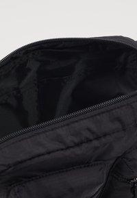 Superdry - UTILITY PACK - Rumpetaske - black - 3