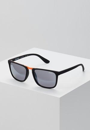 MAVERICK - Sunglasses - rubberished matte black/smoke