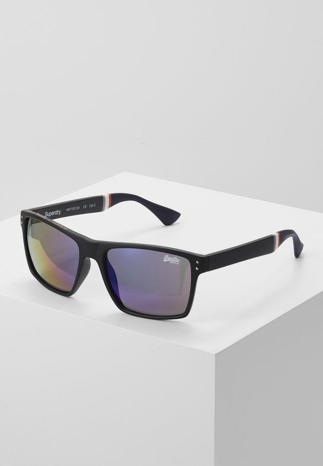 YAKIMA - Sunglasses - matte black/triple fade revo