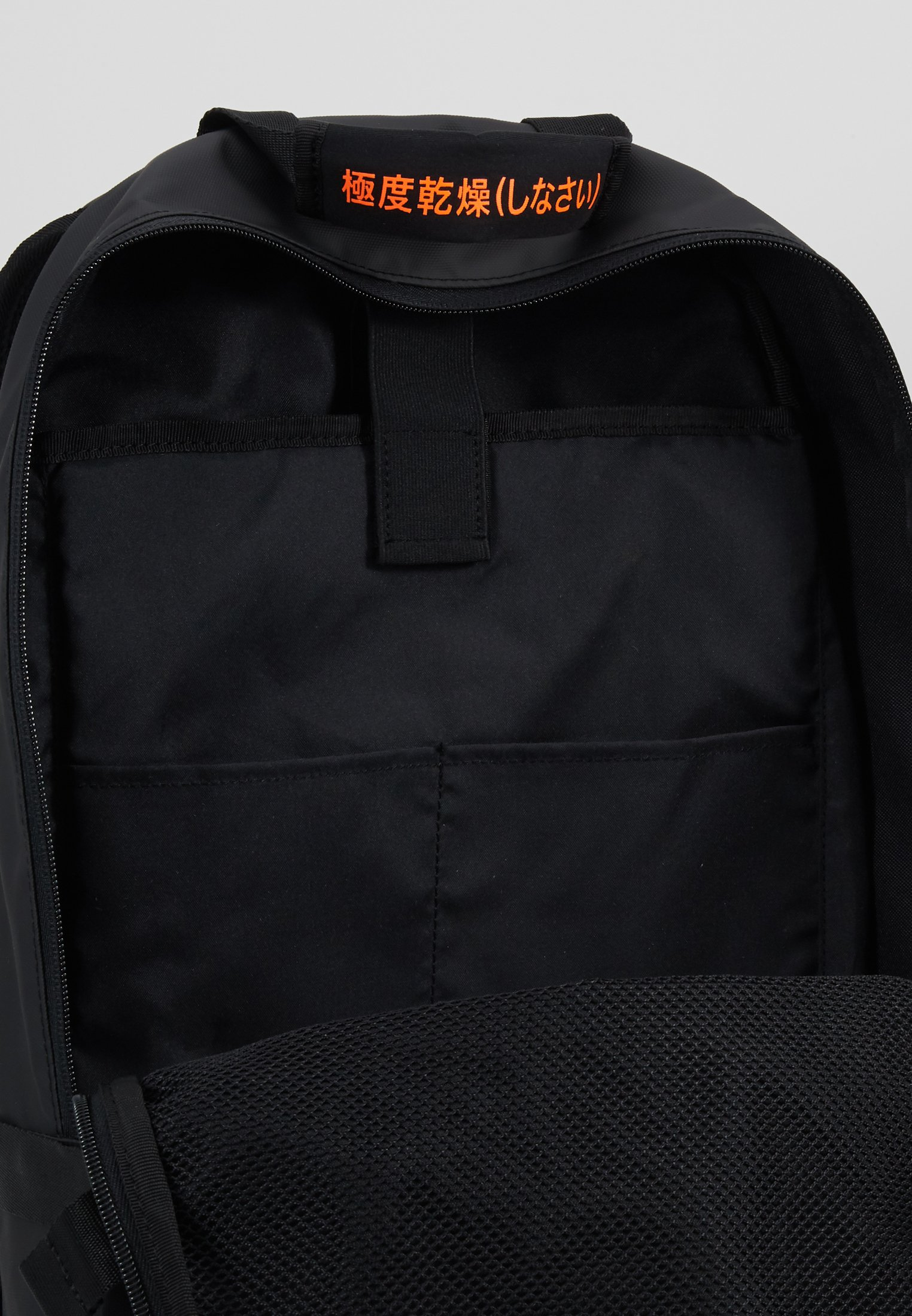 Superdry Slim Line Tarp - Tagesrucksack Black Friday