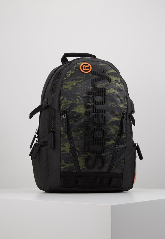 CAMO TARP BACKPACK - Tagesrucksack - green