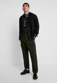Suit - Pantaloni cargo - forrest green - 1