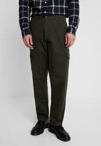 Suit - Pantaloni cargo - forrest green - 0