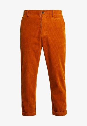 TOBY CORDUROY - Spodnie materiałowe - burned yellow