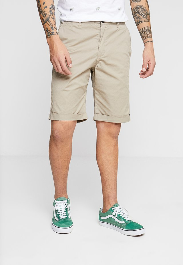 FRANK SUMMER - Shorts - sand