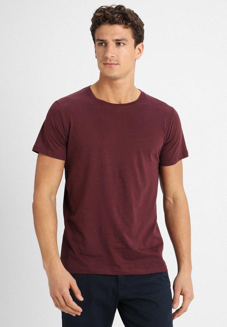 Suit - ANTON - T-Shirt basic - wine