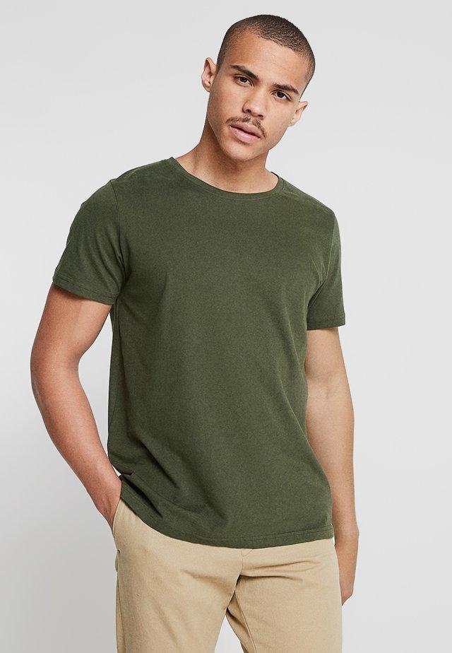 ANTON - T-shirt basic - forrest green