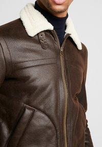 Suit - SHEARLING - Kunstlederjacke - dark brown - 5
