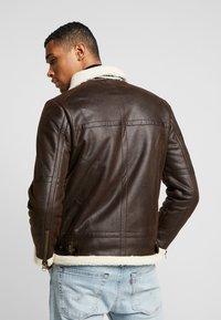 Suit - SHEARLING - Kunstlederjacke - dark brown - 2