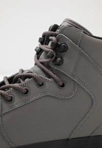 Supra - VAIDER COLD WEATHER - Sneakers hoog - charcoal/black