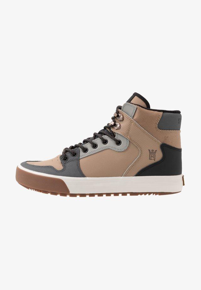 VAIDER  - Sneakers high - nitro/canterelle/bone