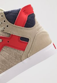Supra - SKYTOP - Sneakers hoog - stone/risk red/white - 5