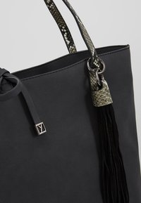 SURI FREY - CLAUDY - Shopping bag - black - 5