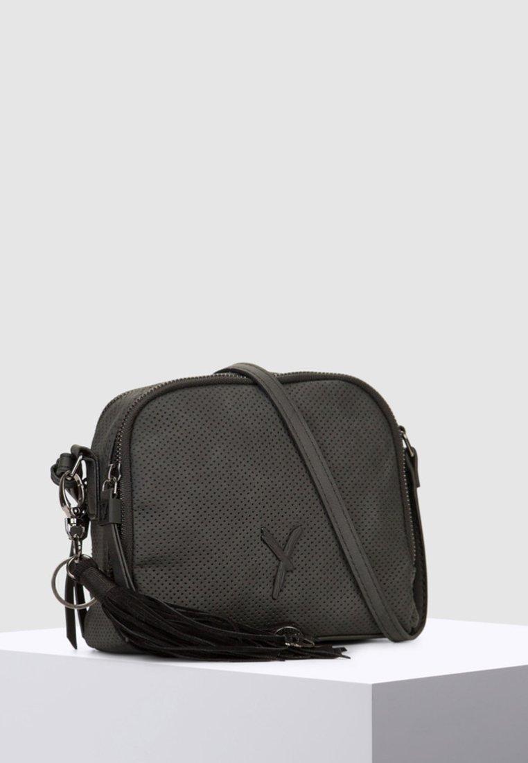 SURI FREY - MIT REISSVERSCHLUSS ROMY - Across body bag - black