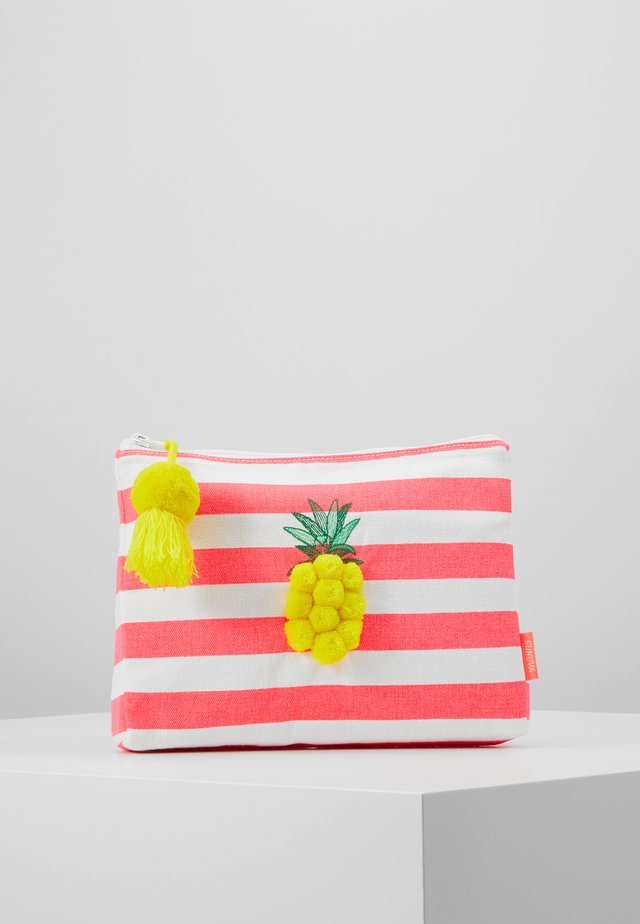GIRLS FRUIT PUNCH PINEAPPLE WASHBAG - Handväska - pink