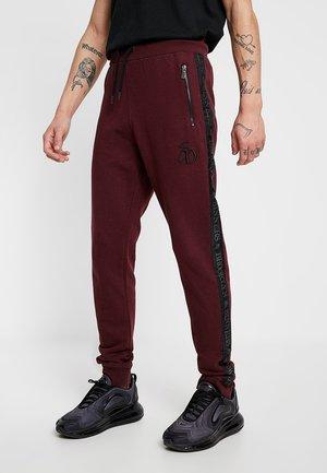 FADE TAPE  - Teplákové kalhoty - burgundy
