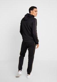 Supply & Demand - SHINE JOG - Pantalones deportivos - black - 2