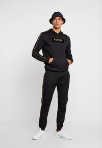 Supply & Demand - SHINE JOG - Pantalones deportivos - black - 1