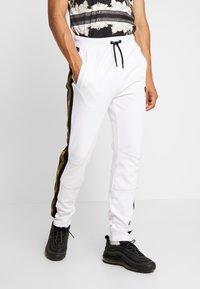 Supply & Demand - SLAB - Teplákové kalhoty - black/white - 0