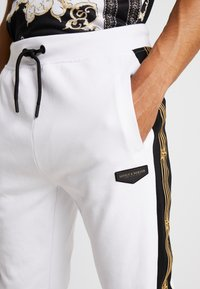 Supply & Demand - SLAB - Teplákové kalhoty - black/white - 3